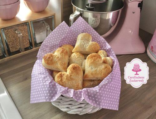 Süße Herz-Apfeltaschen